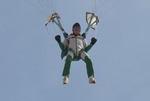 Parachutisme Quiberon / Des parachutistes sautent sur la Grande Plage de Quiberon  images www.quiberonnews.fr