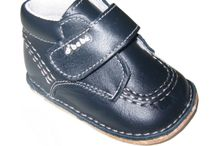 Bota con velcro para bebés / Botas con velcro para bebés con suela de cuero muy blandita y muy flexible con materiales muy cuidados para los pies pequeñitos de nuestr@s bebés.