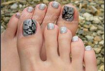 Nail art pieds tons noirs et gris