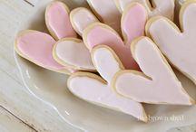 LOVE IS SWEET / HEARTS, SWEETNESS, LOVE