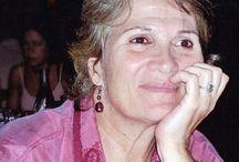 Σε Α' πρόσωπο / Καταξιωμένοι και νεότεροι Έλληνες συγγραφείς, ποιητές, μεταφραστές, επιμελητές και εικονογράφοι μιλούν για το έργο τους