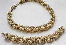 Pearl jewellery - real and fake / Pearl jewellery - real and fake pearls. Faux and simulated pearl jewelry or freshwater pearls.