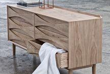 Arne Vodder / Den danske arkitekt og designer Arne Vodder er blandt de mest indflydelsesrige skandinaviske arkitekter i midten af århundredet. Hans smukke designs var pæne, detaljerede, beskedne i deres udtryk, og næsten uden undtagelse baseret på naturlige materialer.