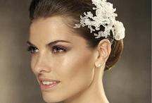 Accessoires de cheveux pour mariage / Des plumes, strass et cristaux