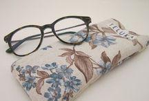 Fundas de Gafas&Móvil / Fundas para proteger tus gafas o incluso tu móvil de arañazos indeseados. Disponibles en varios estampados, con cierre de snap.