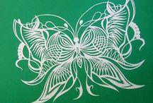 vyrezávané motýle