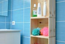meubles de salle de bain en caisses à vins / Une salle de bain ambiance rustique avec des meubles colonne en caisses à vins, aménagement DIY authentique