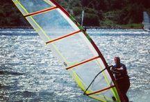 Watersport / Surfen, kitesurfen, windsurfen, suppen, kajakken, zeilen, waterskiën, boot huren en meer watersport in het Oostvoornse meer en Brielse meer.