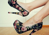 kelly would love these SHOES..SHOES..SHOES..LETS PARTY!! / by Debbie Holodnak