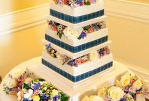 Wedding cake flower decorations / Just a few ideas for how you can transform a wedding cake with flowers to match your wedding theme