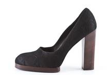 Shoes / by Juliana Duran