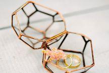 geometric wedding deko / styleshooting tisch, einladungskarten, kuchen, blumen, luftballons....