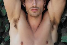 """Christoph / Erkek modellerimizden 1.89 boyunda, 99-79-97 ölçülerine sahip, Mavi gözlü kahve saçlı, """"Christoph"""" şehirdedir."""