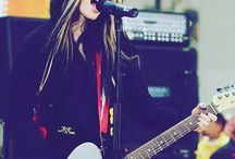 Avril Lavigne- Lives-Shows