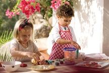 Cocina con niños / A nuestros peques les encanta descubrir y experimentar cosas nuevas. Con nuestras recetas de cocina con niños disfrutaréis a la vez que acercáis a los más pequeños a los alimentos.