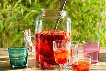Sommer-Drinks / Erfrischende Sommerdrinks lassen sich einfach selber machen. Mit den richtigen Zutaten kühlen sie von innen heraus und sind purer Genuss für Körper, Geist und Seele.