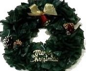 Welcoming DIY Christmas Wreaths / Christmas wreaths that are easy to make DIY with instructions and tutorials #Christmas #DIY #Wreaths #decorations