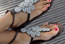 Sandals,thongs and flats