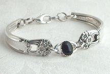 Smykker av sølvtøy