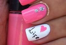 Nails / by Nathalia Jacques