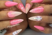 Roze stiletto nagels