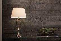 Shou Sugi Ban / Produzida em concreto arquitetônico, a linha Shou Sugi Ban é inspirada em uma antiga técnica japonesa que tem como objetivo proteger a madeira por meio da queima de suas camadas superficiais, causando um efeito único.