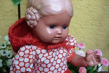 Starožitné panenky bez vlásků