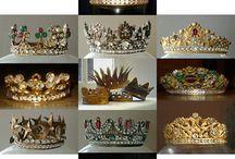 Kruunuja ja jalokivikoruja