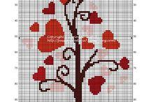 arbre à  coeur  rouge