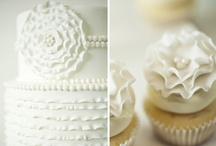 {Sweet Table} White, pearls and lace