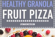 Healthy Desserts with Fruit / Healthy desserts with some added natural sweetness! Easy recipes with your favorite fruits included.