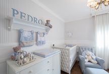 Quarto Bleu délicat - Pedro / quarto de um cliente muito fofo, todo em azul e branco, criando uma atmosfera calma e elegante. Fotos by Priscilla Paggiaro