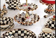 Delicadas louças de porcelana