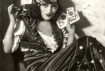 Vintage Fortuneteller Images / Beautiful old photos of fortunetellers I have gathered from various sites and public domain pages.