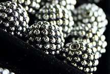 Lagos / Sterling/18k Gold, caviar beading, textured, everyday wear