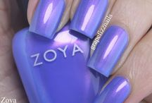 Zoya Saint / Saint by Zoya can best be described as a whimsical color-flip metallic with a periwinkle base and magenta shift.