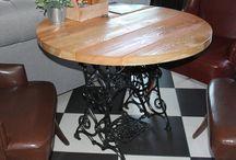 Круглый стол из дерева / Круглый стол из массива Сибирской лиственницы отлично впишется в интерьер в стиле лофт и кантри.