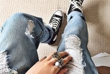Converse stile  / Ripped blue jeans and converse - outfit inspiration for every occasion