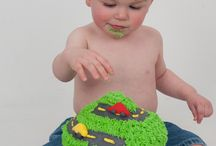 First Birthday Cake Smash / What a better way to celebrate your kiddos first birthday, than with a themed first birthday cake smash photo shoot