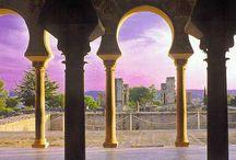 Madinat Al-Zahra / En el 2° cuarto del siglo X, el primer califa de al-Andalus Abd al-Rahman al-Nasir (Abd al-Rahman III) construyó una nueva ciudad en las proximidades de Córdoba.