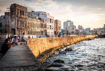 CITY GUIDE HAVANNA / Mehr als 50 Jahre hatte sich Kuba abgeschottet. Inzwischen hat sich das sozialistische Karibik-Paradies der Welt geöffnet. Zum ersten Mal steuert das Luxus-Kreuzfahrtschiff EUROPA 2 die Insel an. Die kubanische Sängerin Dayami Grasso und der Fotograf Lutz Jäkel kennen die Metropole und geben im CITY GUIDE HAVANNA Tipps für den Städtetrip…