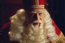 'Televisie' landelijke intocht Sinterklaas / De eerste landelijke intocht voor de nationale televisie was in 1952 vanuit Amsterdam. De aankomst van Sinterklaas en zijn Pietermannen is de afgelopen eeuw op verschillende manieren vastgelegd op film. Zo is de aankomst te zien in polygoonjournaals, journaals en de speciale 'Sinterklaas' programma's, waar de Sint en Zijn Pieten een graag geziene gast is.