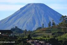Wonosobo Tourist Attraction / Located in the heart of Central Java, the small town of Wonosobo is in a picturesque mountain. A unique combination of ancient temples, history, traditions, culture and amazing natural beauty make Wonosobo a very worthwhile place to visit Wonoobo, Central Java.