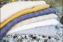 Supermjuka Kid Mohair Sjalar / Mjukaste & goaste sjalar från mohairgetens killingar, den första ullen kallas för Kid Mohair och är den allra finaste. Våra fair trade sjalar tillverkas i Sydafrika under schyssta förhållanden för alla inblandade. Se mer om det på hemsidan.