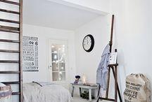 Slaapkamer / De slaapkamer, de plek waar je helemaal tot rust komt. Een ruimte om heerlijk te slapen, je even terug te trekken en je mooiste kleding op te bergen. Ervaar hoe heerlijke materialen en hoogstaand meubilair bijdragen aan een optimale nachtrust. Modern of landelijk, industrieel of scandinavisch elke slaapstijl is mogelijk. Ontdek hier je favoriet!