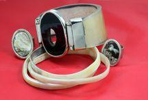 Combinado de Moda #1 / Este es un combinado de accesorios de moda hecho con asta de vaca. Los anillos y una de las pulseras están combinados con alpaca. Se pueden usar en distintas ocasiones, y es ideal para combinar con una linda cartera de cuero.