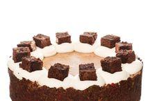 Brownies Cheesecake / Křehký kakaový korpus v sobě ukrývá pozdrav černošských babiček v podobě jemného krému z Philadelphie s kousky brownies. Tato čokoládovo-oříšková kombinace Vám určitě zachutná.