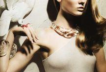 Lazy fashion stylist - a bird in the hand ...