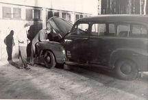Vanhoja autoja.