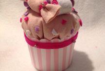 Cupcake porta confetti in pannolenci / Un idea simpatica per festeggiare un compleanno , un battesimo e qualsiasi altra occasione  con i Cupcake porta confetti